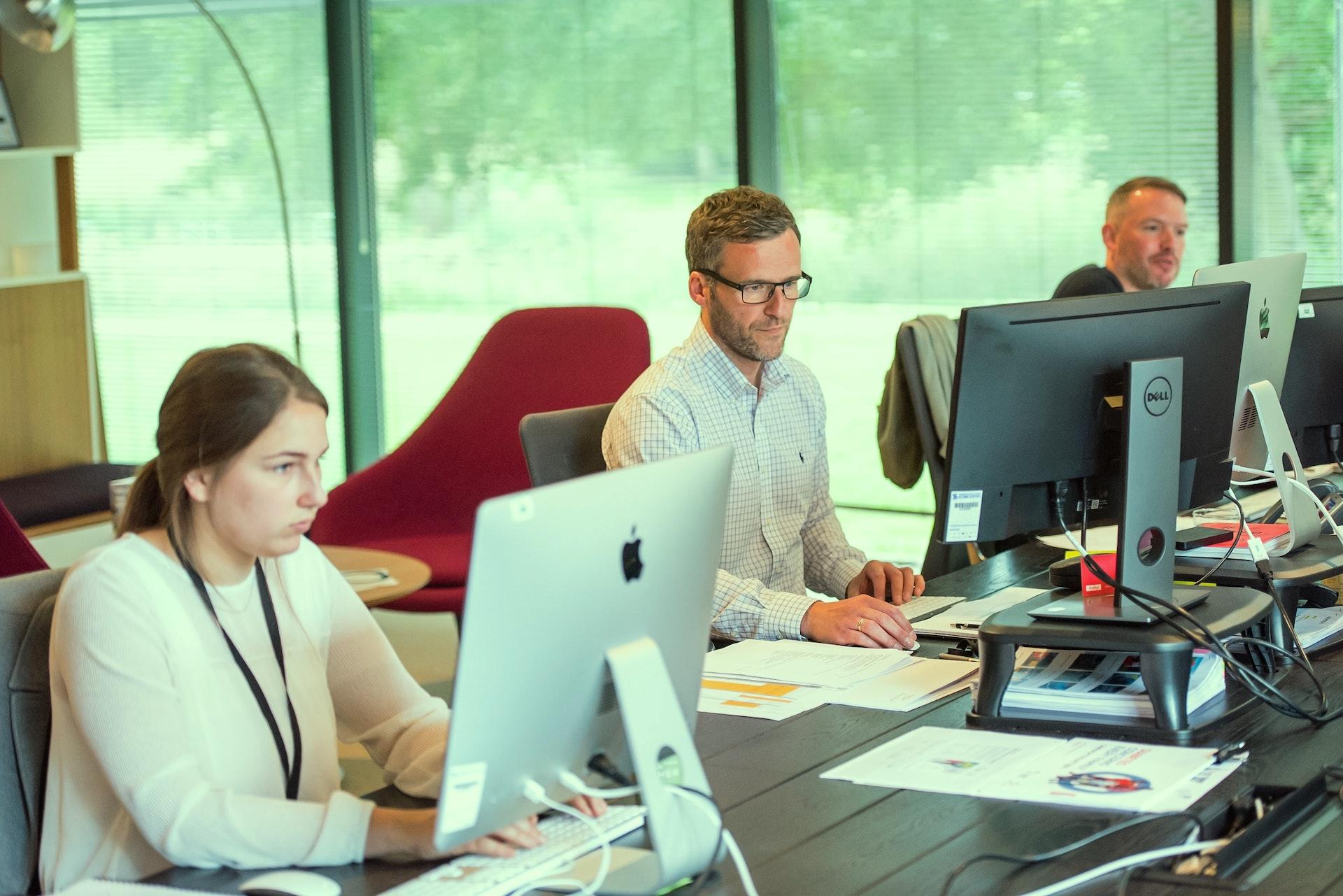 Arbeitsplatzbegehung - Wir beleuchten ergonomische Aspekte und Verhaltensgewohnheiten!